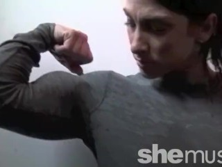 Super-steamy muscle woman tears off clothes!!!