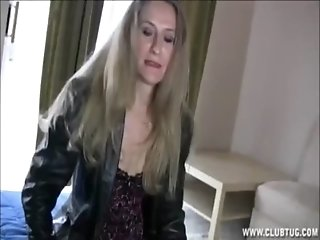 Blonde_Mature_Lady_Jerking