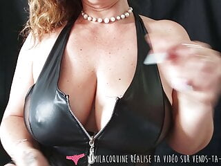 Vends-ta-culotte - French cougar in Leather lingerie, fake penis have fun
