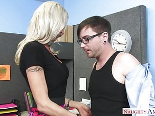 Crazy america Emma Starr screwing in the office