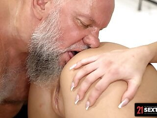 I Let The aged guy internal ejaculation My cock-squeezing cunny