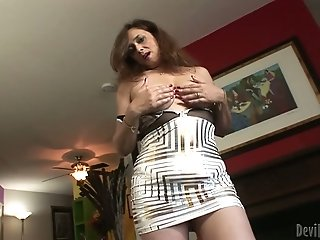 Sex-hungry brunette plays with her juicy full natural boobies