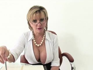 Unfaithful uk mature lady sonia shows her huge titties
