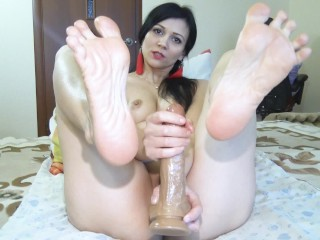 Sole idolize. Damsel faps a member with naked soles and hands
