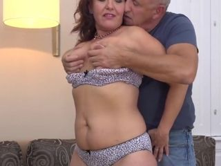 Glad family fuck-fest with mommy and dad