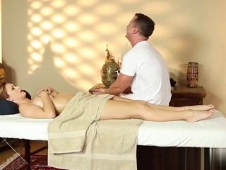 Big-titted inexperienced stunner gives nice blow off to masseuse