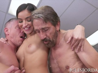 Jules Jordan - The super-naughty Emily Willis: Her first-ever double penetration