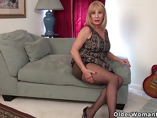 American gilf Phoenix Skye needs in the matter of cover up will not hear of grey pussy