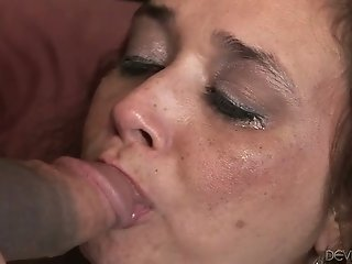 Husband and wife sharing a dick of a stranger for threesome