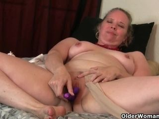 USA milf Scarlett shows us say no to nyloned wide hips added to down