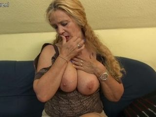 Insane German Mature hoe pummeling And deep-throating On The bed - MatureNL