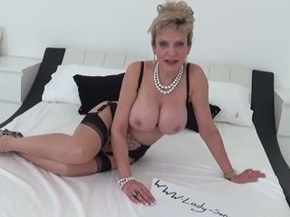 Big-chested mature woman Sonia wants you to masturbate to her baps