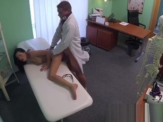 FakeHospital therapist gives a strong orgasm to fit young woman