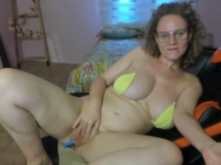 Mischievous mature privately fapping while spouse away