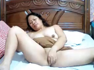 Obese grown-up filipina little one resembling their way Bristols added to shaved unclothed pussy primarily cam