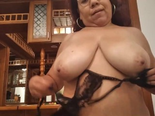 Plumper princess displays her XXL knockers and XXL rump to her worshipers