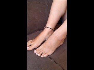 Youthfull nymph makes a hot sole taunt, sole rubdown, podophilia