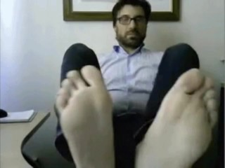 On duty boy showcases off super hot soles in the office