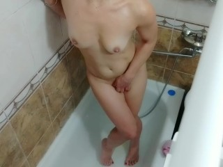 Covert camera in the shower. Cougar faps in the shower