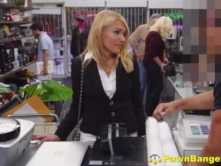 Marvelous Pawn store client spreads Her gams For effortless currency