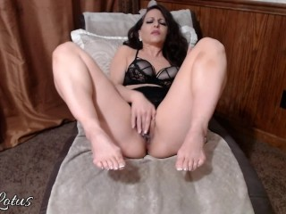 Warm cougar adore My Toes and soles (Dirty Cunt Talk) High high-heeled shoes gobble My beaver juices Off My Toes