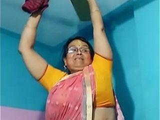 Maid aunty cleaning and showcasing her large fat desi hip in saree