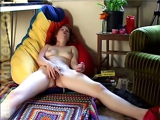 Dirty-minded mature bitch fingers her old cunt with passion on cam