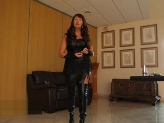 Mature Herrin Carmen Buttplugset fuer Sissy instructing Leather shoes German