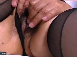 AgedLovE chesty Mature got 2 hard-ons to gargle Dry