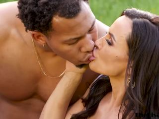Milf Lisa Ann riding stiff in outdoor multiracial 3 way