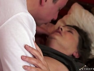 Naughty and mature woman makes her lover worship her pussy