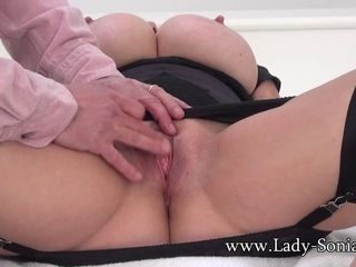 Mature damsel Sonia Gets Her cootchie Finger fucked Up Close