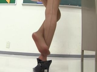Youthful japanese professor in mini-skirt! Upskirt panty showing in the classroom !