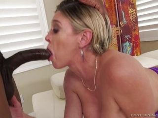 Thicc mature Dee Williams fellates bbc and does dual intrusion in gangbang