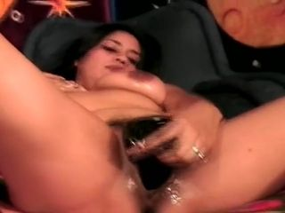 Kinky Nikki does 2 at once - allurement
