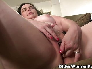 Round mature Lexy lets her frigs work their magic