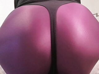 Booty flexing latex cougar