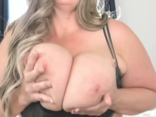 Gigantic mature with highly taut muff