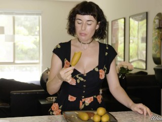 Porn starlets Eating: Olive Glass luvs Corn Dogs