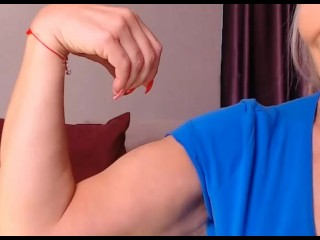 Mind-blowing Russian milf flexes her biceps and talks