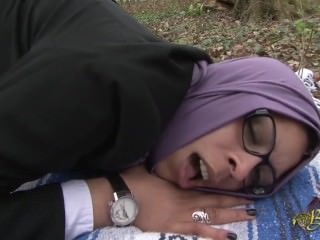 Casual sex with a Muslim woman in the forest