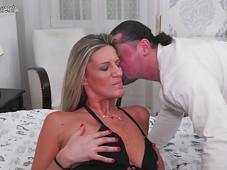 Sexy mature housewife  and mom fucking and sucking in bed
